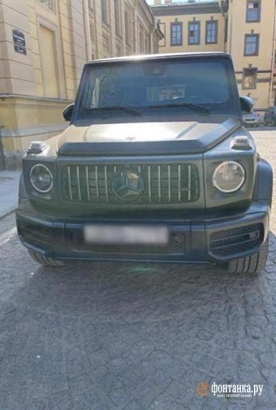 Автомобили Андрея Афанасьева и Сергея Калюжина в крепости.