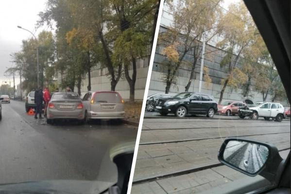 Авария блокировала движение не только автомобилей, но и трамваев
