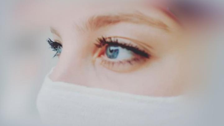 «Я каждый день смотрела в лицо старухе с косой»: челябинский врач сняла мини-фильм о «красной» зоне