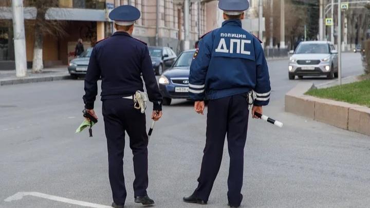 В Кировском районе Волгограда КАМАЗ протаранил легковушку. Есть пострадавшие