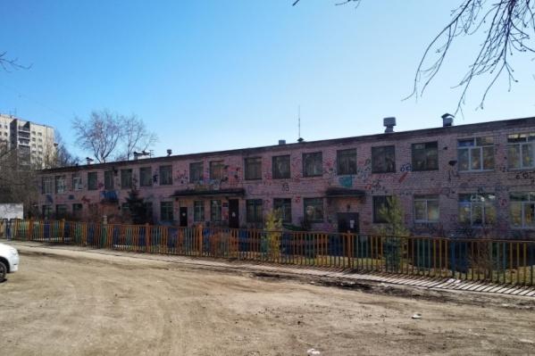 В детских садах отремонтируют фасады, кровли и полы