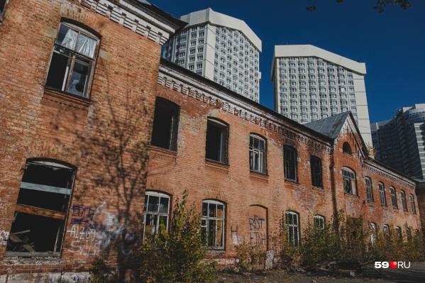 Красным казармам уже больше ста лет