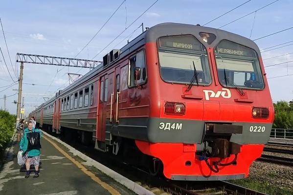 На поезде Шумиха — Челябинск-Главный школьницы добирались до дома из сада