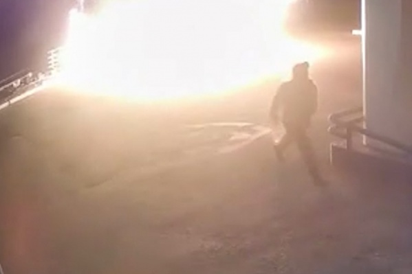 Пламя перекинулось с оборудования на одежду мужчины
