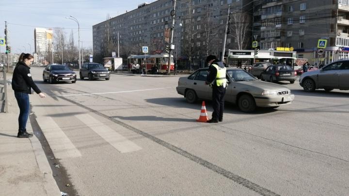 Водитель сбежал с места аварии: в Екатеринбурге ВАЗ с чужими номерами сбил 12-летнюю девочку