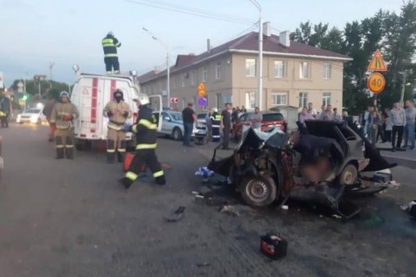 В аварии погибло трое человек, один находится в 22-й больнице в тяжелом состоянии