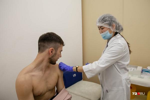 Более 130 тысяч тюменцев уже получили вакцину от коронавируса
