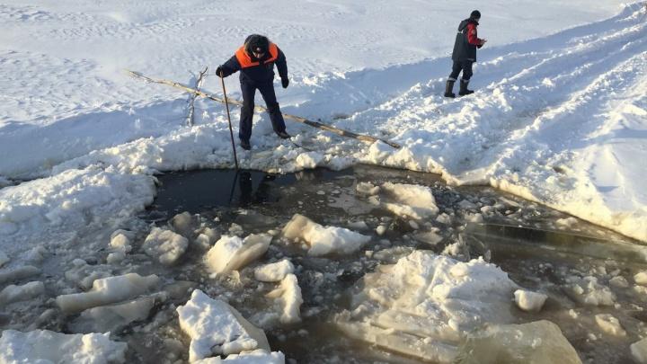 В ХМАО под лед провалился бульдозер, тело водителя ищут