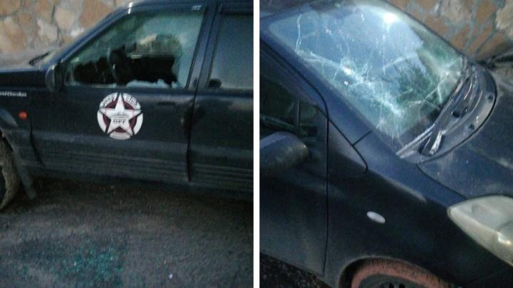 «Долбил стёкла куском асфальта»: в Солнечном жители устроили самосуд над разбившим 20 машин мужчиной