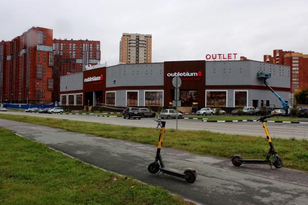 Пока в новом ТЦ «Федосеевский» работает только часть магазинов