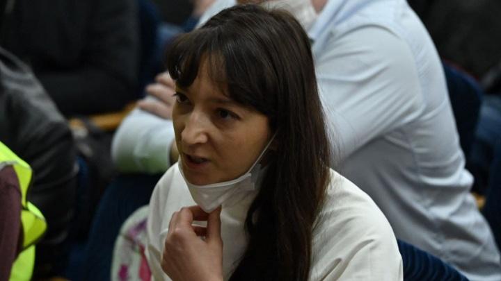 Встреча чиновников и торговцев, чьи магазины заблокированы под Ростовом, прошла впустую. Фоторепортаж