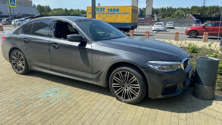 ГИБДД и свидетель рассказали, почему водитель BMW выехал на тротуар в районе ЮУрГУ