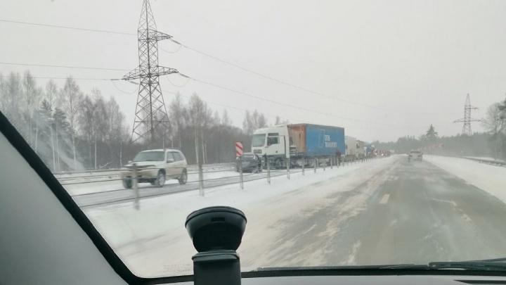 Ярославскую область заносит с бешеной силой. Снежный шторм: смотрим, что творится на дорогах