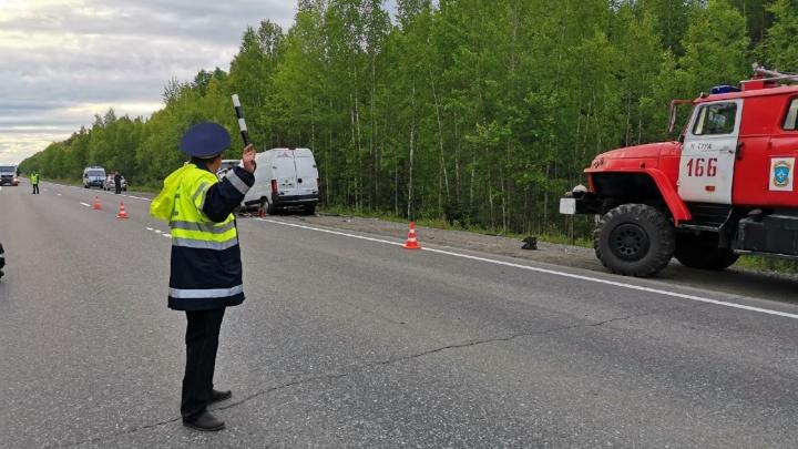 В лобовом ДТП на Серовском тракте погибли два человека. Пассажира спасла случайность