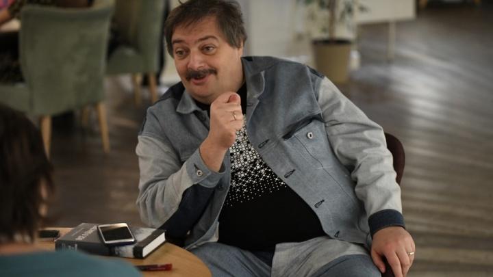 «Доказательства убедительные»: писатель Дмитрий Быков — о своем отравлении во время перелета из Екатеринбурга