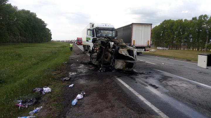 В Башкирии в ДТП с грузовиком Scania, «Ларгусом» и «Нивой» погибли шесть человек