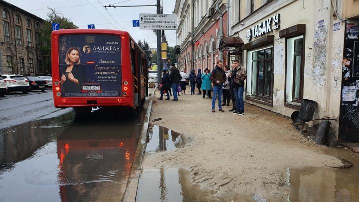 «Образовался водоем»: ярославцы раскритиковали ремонт Комсомольской улицы. Показательные кадры