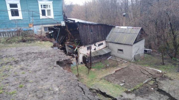Жильцам разорванного пополам дома в Кстово не могут предоставить жилье