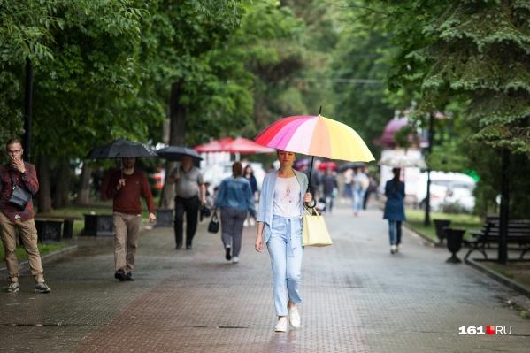 Доставать плащи еще рано, а вот зонт вам точно пригодится