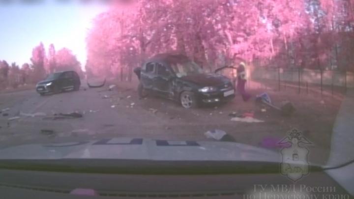 В Перми водитель Nissan Almera пытался уйти от преследования ГИБДД, устроил ДТП и разбился. Видео