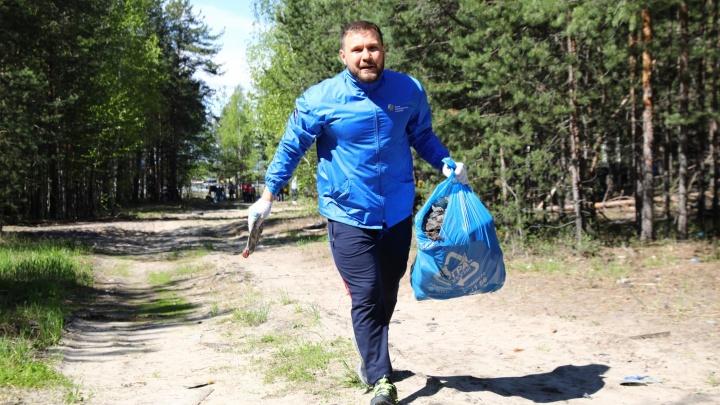 Трусцой за мусором: в Сургутском районе прошел плоггинг-забег. За 20 минут собрали полтонны мусора