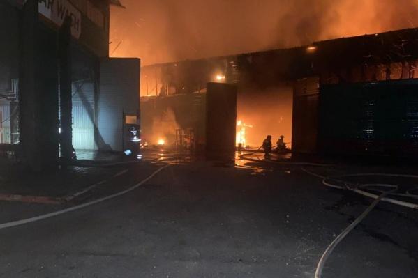 Среди населения и пожарных пострадавших нет