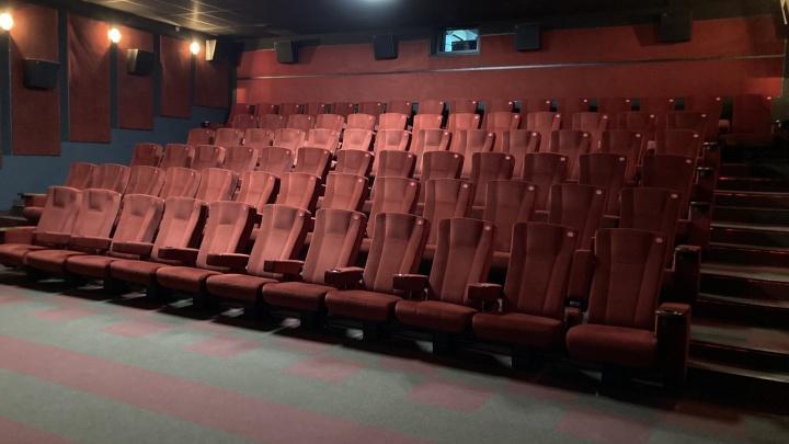 В кинотеатре NIKALAND установили новые серебряные экраны