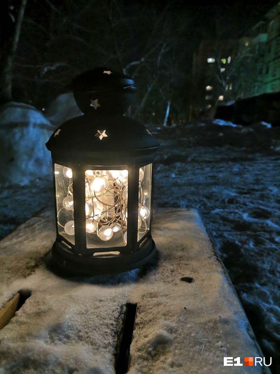 А с таким красивым фонариком во двор вышла наша читательница Надежда