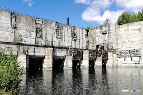 Так Крапивинская ГЭС выглядела <nobr>в 2018 году</nobr>, когда власти Кузбасса задумались о том, чтобы достроить объект