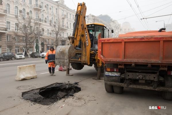 Работники «Водоканала» обязаны укладывать асфальт после проведения работ