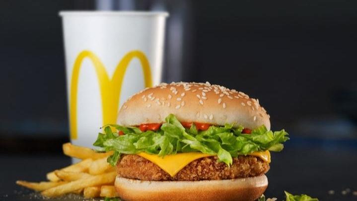 «Макдоналдс» в России полностью отказался от искусственных красителей и ароматизаторов в основном меню