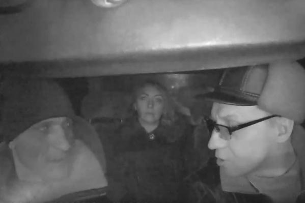 Ссора произошла около полуночи, когда семья с ребенком возвращалась на такси домой