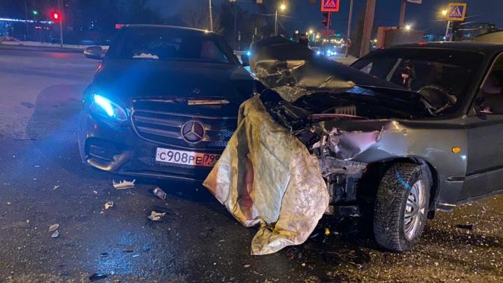 Трое детей пострадали в ночной аварии вЗареке. Они ехали домой натакси