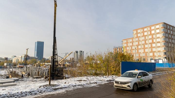 Рядом с новым бизнес-центром класса «А» на Белинского начали строить второй такой же