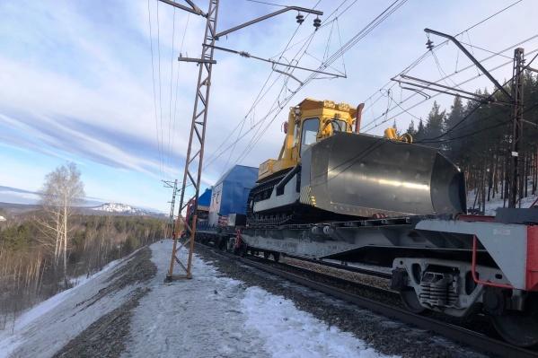 Из-за ЧП 8 пассажирских поездов перенаправлены по объездным путям, на участке Челябинск — Златоуст отменены 3 пассажирских и 4 электропоезда