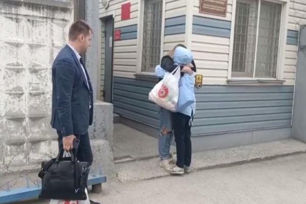 Адвокат женщины добавил, что они планируют написать заявление о превышении должностных полномочий на полицию и следователей
