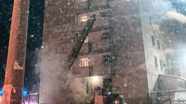 Ночью в Архангельске горела гостиница «Беломорская». Спасен один человек