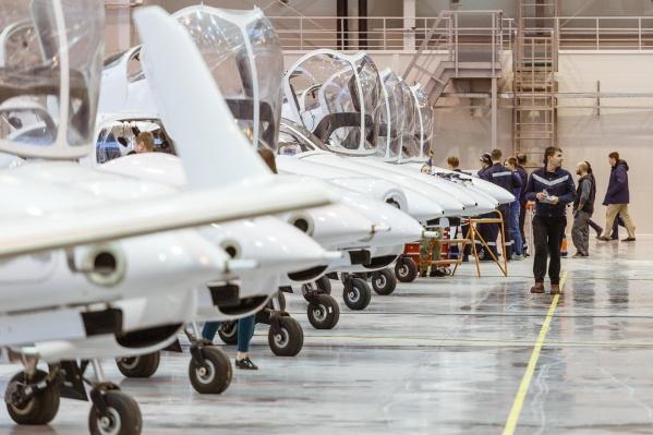 Авиационное образование в Екатеринбурге не получить, поэтому завод сам обучает свой персонал