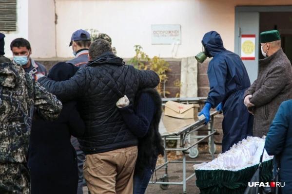 Количество умерших от ковида составляет, по официальным данным, 779 жителей Башкирии