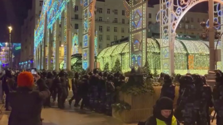 «Всё, что мы можем,— победить страх внутри себя»: красноярский депутат— о ночных протестах в центре Москвы