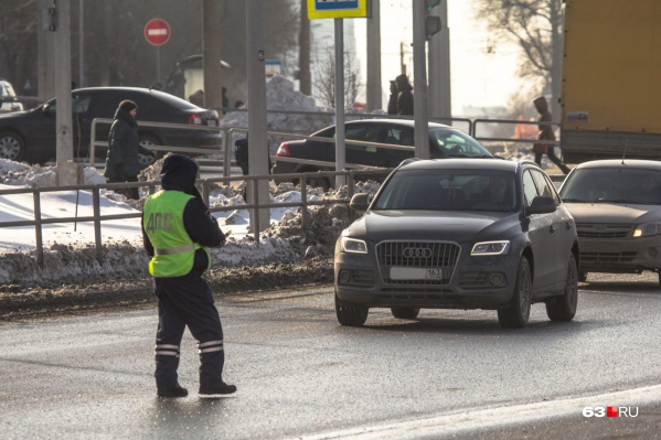 На проезжие части отправят даже тех, в чьи обязанности не входит патрулирование дорог