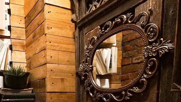 Выставка старинных зеркал открывается в Сургуте