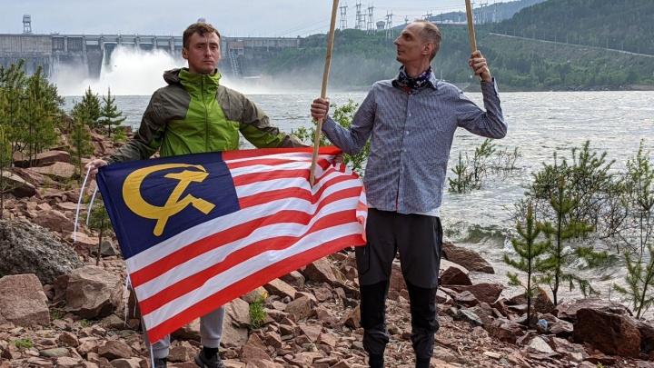 Компания друзей из Москвы едет до Магадана. Они оказались в Красноярске в ливень и поделились впечатлениями