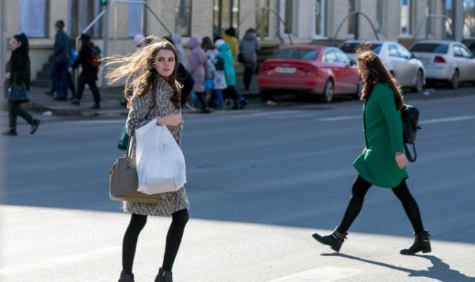 На Красноярск идут проливные дожди, грозы и сильный ветер