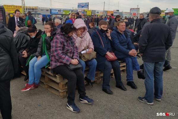 Бизнесмены аксайских рынков на второй день осады