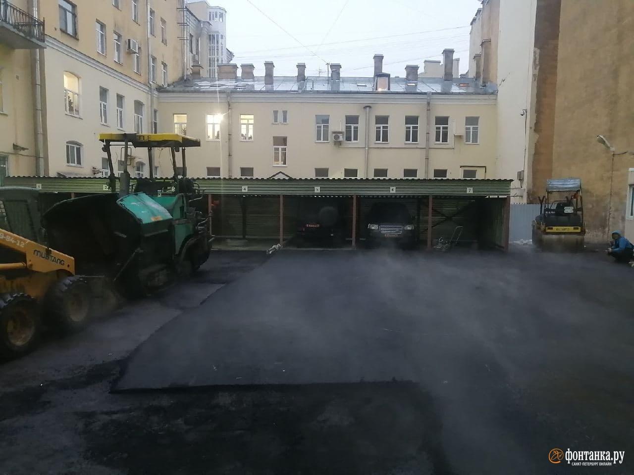 Внутридворовая территория 7-й Советской улицы, 24