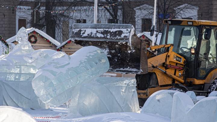 В мэрии рассказали, собираются ли открывать после потепления ледовый городок на площади Революции