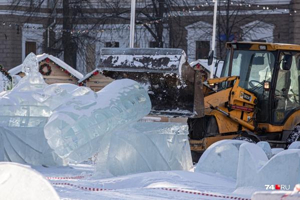 Сегодня в ледовом городке работает техника