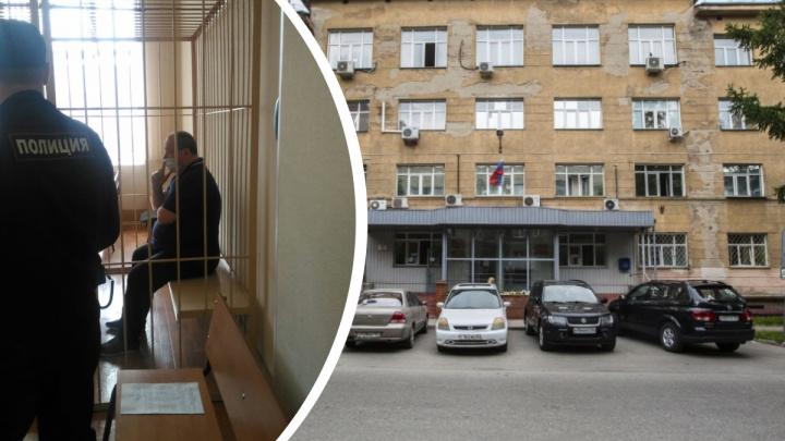 Суд запретил новосибирскому депутату подходить к зданию Коченёвской птицефабрики ближе чем на 250 метров
