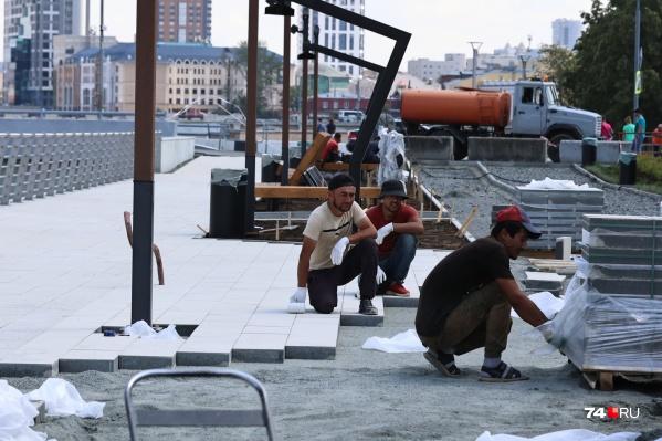 На площадке сейчас работают сразу несколько подрядчиков